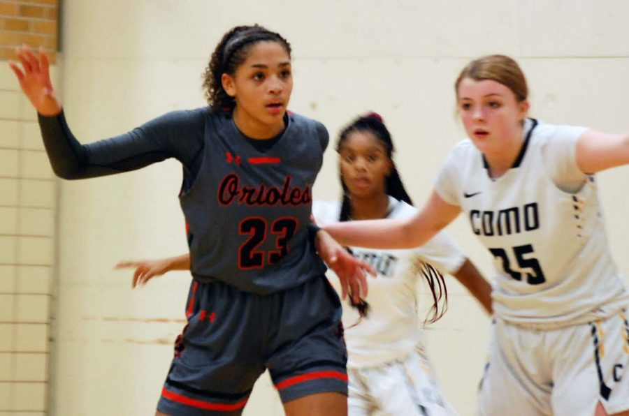 Girls' basketball breaks losing streak