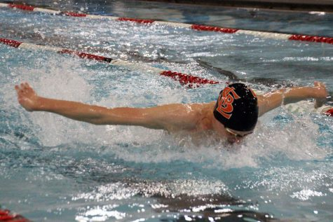 Boys' swim continues undefeated streak against Benilde