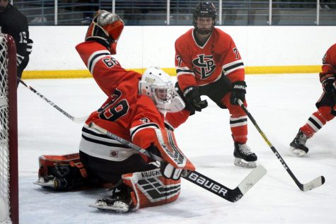 Boys' hockey loses to Minneapolis