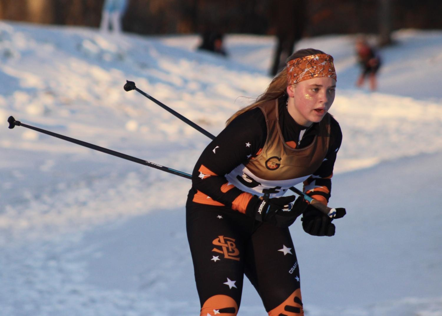 Sophomore Victoria Schmelzle skis downhill Jan. 7 at Theodore Wirth Park. At the Metro West Classic Dual meet, the girls placed third out of nine teams and the boys placed sixth out of nine teams. According to head coach Doug Peterson, the dual prepared the athletes for the conference meet Jan. 29.