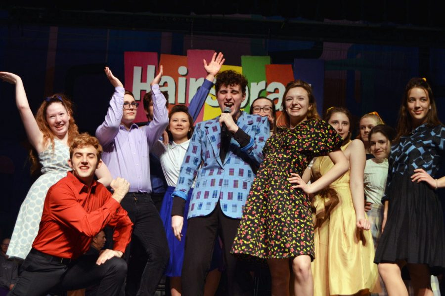 Junior+Leo+Dworsky+and+other+members+of+the+%E2%80%98Hairspray%E2%80%99+cast+perform+their+final+dress+rehearsal+Feb.+19.+Choir+performed+the+musical+%E2%80%9CHairspray%E2%80%9D+Feb.+20%E2%80%93Feb.+23.