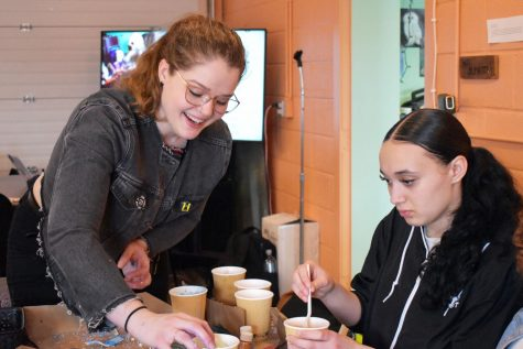 Brogan Berg, who makes environmentally-friendly bath products, assists junior Aaliyah Brown in making a bath bomb March 12. The Nest hosted an eco-friendly bath bomb making event as a part of a new series focusing on preserving the environment in the coming months.