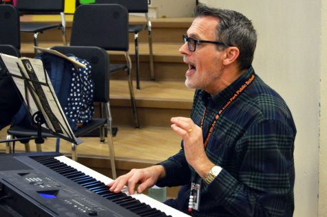 Choir teacher John Myszkowski teaches his zero hour class March 3. Zero hour gives students the opportunity to take choir if it does not fit into their regular schedule.