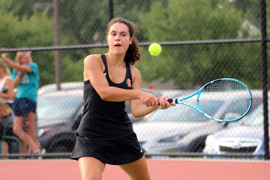 Girls' tennis loses first match to Benilde