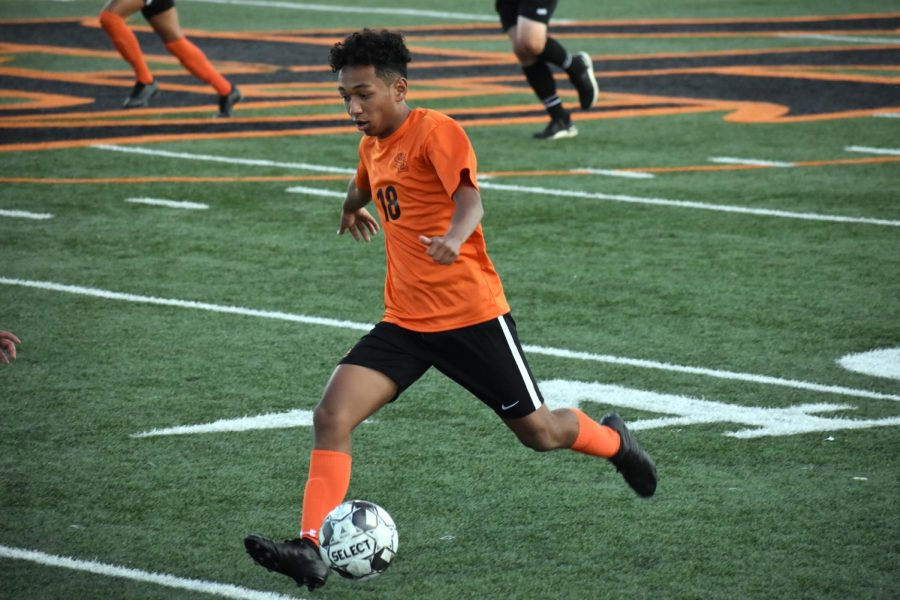 Sophomore+Amanuel+Shetaye+goes+to+pass+the+ball+to+a+teammate.+Park%E2%80%99s+next+game+will+be+5+p.m.+Sept.+15+at+the+St.+Louis+Park+School+Stadium.
