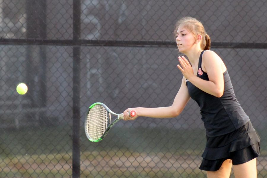 Girls' tennis falls to Benilde