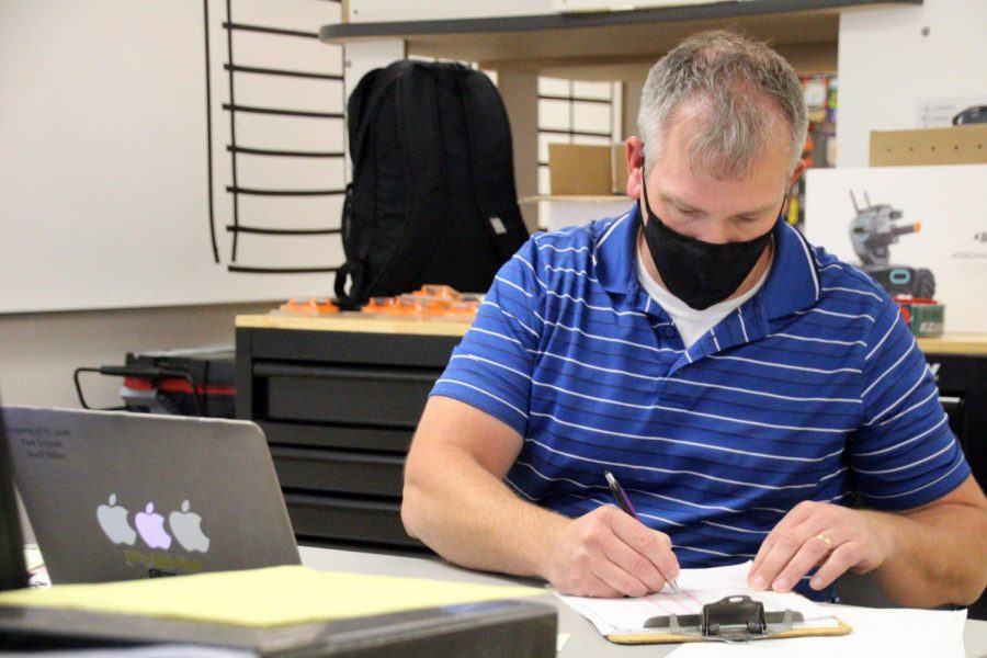 Engineering teacher Mark Miller takes attendance during Park Connections Sep. 30. Distanced learning will now take place until further notice.