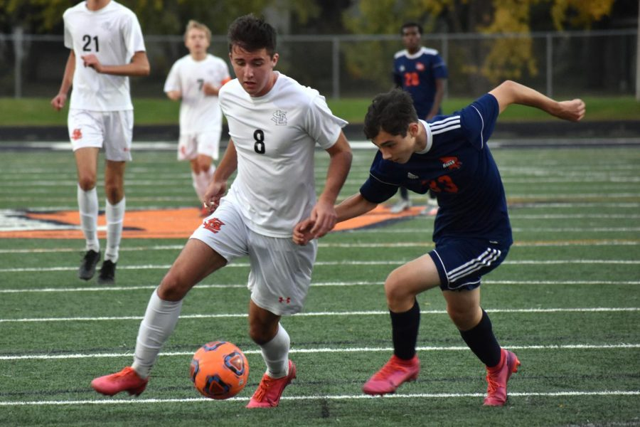 Junior Danny Lainsbury runs with the ball while the opposing team attacks Oct. 6. Park won 5-3 against Robbinsdale Cooper.