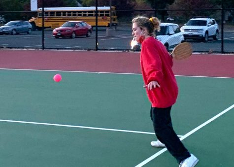 Senior Evie Gutzke serves the ball to opposing team during the Homecoming pickleball tournament Oct. 1. The tournament was part of many Homecoming festivities that were modified from last year to comply with state social distancing regulations.
