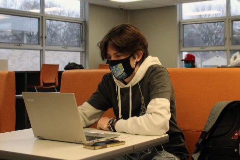 Junior Tommy Hiemenz works on his computer in the Oriole Study Nest Dec. 29. Starting Jan. 7, students can sign. up to receive help after school.