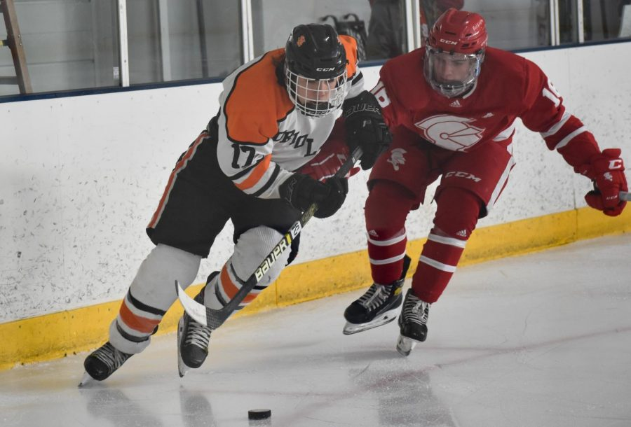 Boys' hockey falls to Benilde-St. Margaret's