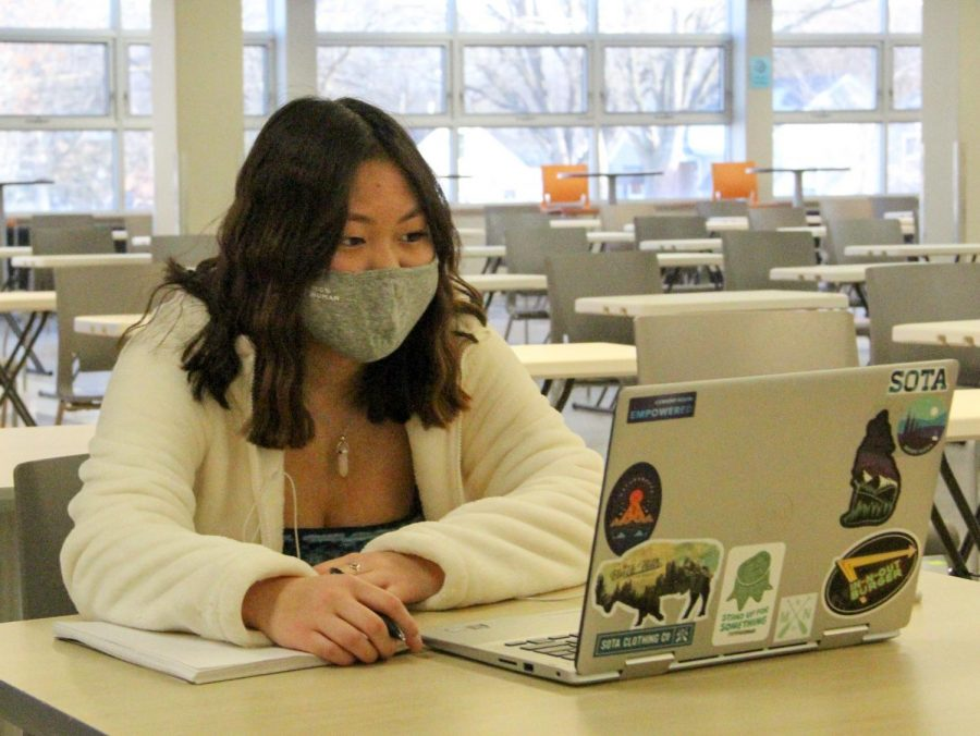 Sophomore Mya Stanberry works on her assignments in the cafeteria during first hour Feb. 25. Cohort B returned for in-person learning on Feb. 25 and 26, while cohort A and cohort C remained online.