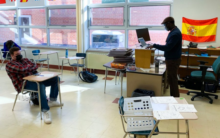 Spanish teacher Daniel Meyen helps students online while students in the classroom work on an activity Feb. 22. With the return of hybrid learning some students in cohort C have fell behind while others have been able to keep up.