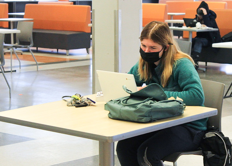 Junior Abby Turcotte works on her assignments in the Oriole Study Nest Feb. 12. Asynchronous times will be optional for online students but required for in-person students starting Feb. 22.