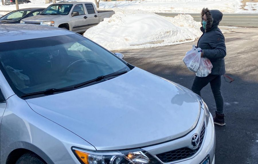 Staff member Asya Phillips hands out free lunches to students on Feb. 4. Every Wednesday from 11:45 a.m.-12:45 p.m. students can drive up to the school for a free lunch, each student is allotted one lunch.