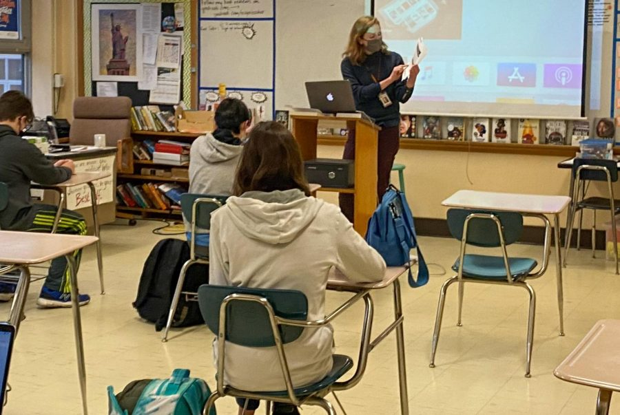 Civics+teacher+Cassandra++Sheppard+classroom+with+students+social+distancing+and+doing+working+March+16.+Hybrid+learning+has+proved+beneficial+for+freshmen+and+provided+learning+opportunities+for+students.