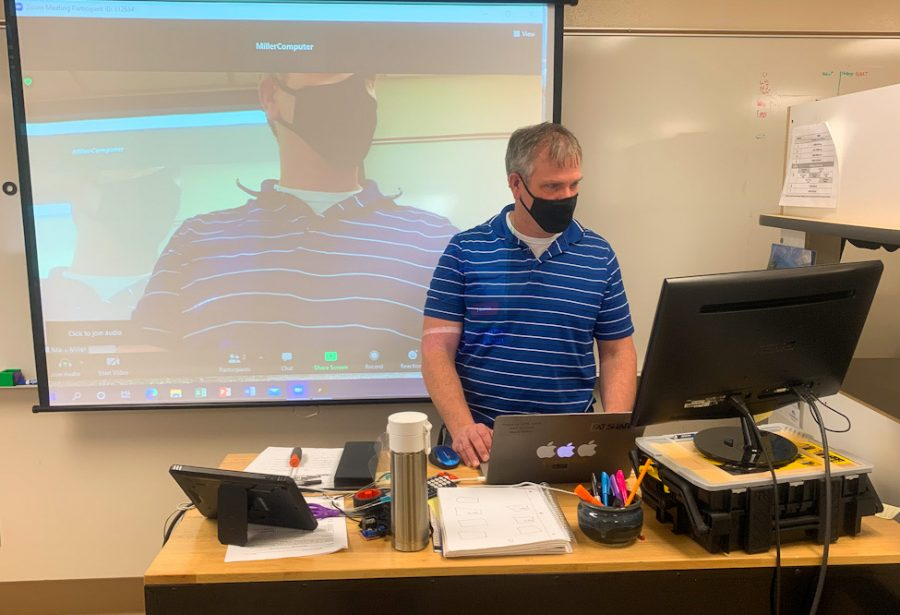 Engineering teacher Mark Miller teaches his online and in-person class March 4. Miller said he prefers teaching his hybrid students because engineering is a hands-on class and he enjoys seeing his students being able to work in-person.