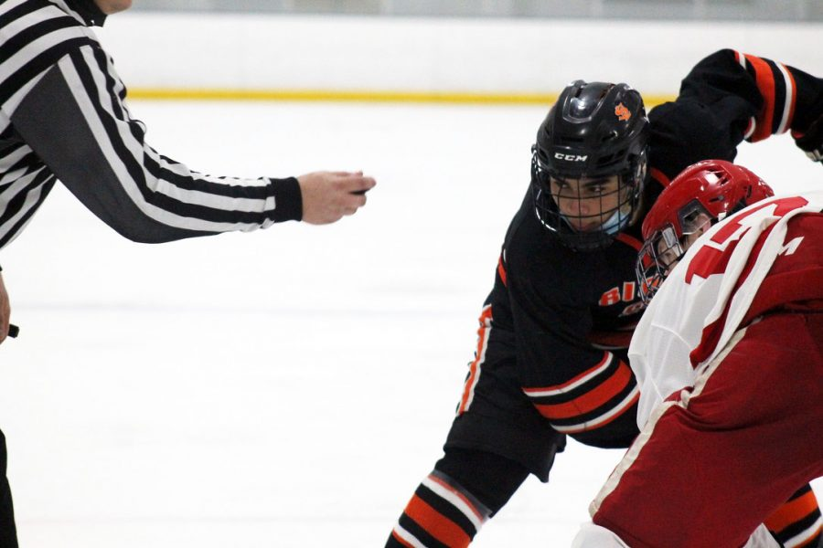 Junior Stanley Regguinti faces off with Benilde-St. Margaret's player senior Grant Ellings. Park lost to Benilde-St. Margaret's Jan. 26 with a score of 6-1. Regguinti was recently chosen as a boys' hockey captain.