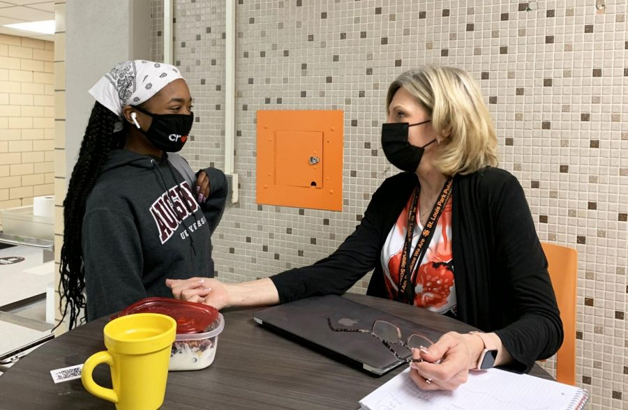 Senior Lauryn Hill talks to interim principal Wendy Loberg during third lunch April 26. Loberg made herself available to talk to students during lunch.