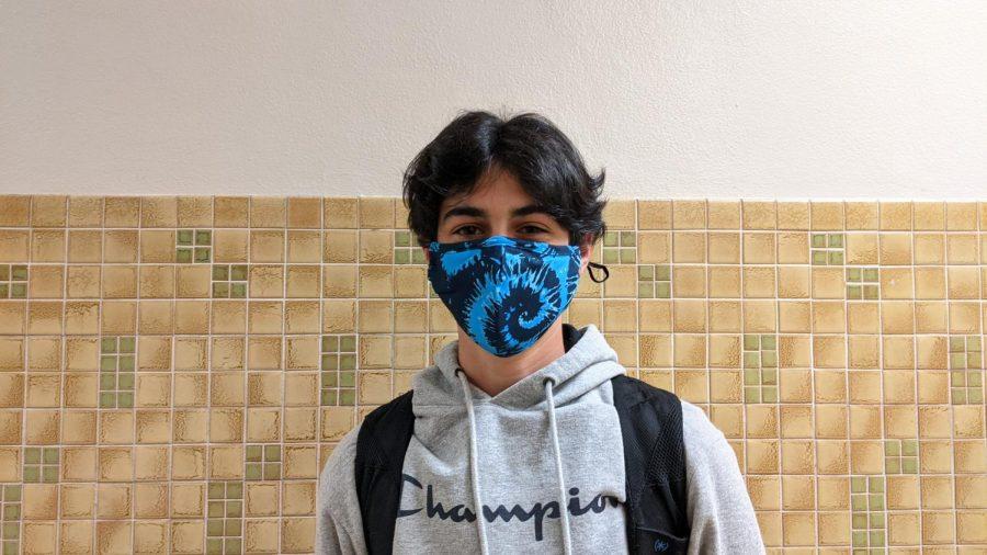 Noam+Helpern+wearing+one+of+Henry+Salitas+masks.+Freshman+Henry+Salita+sells+masks+on+Instagram.+