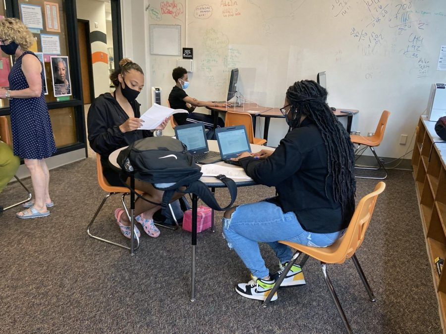 Juniors Crystal Spencer and Sihirah Reese work on their assignments in the Learning Lab May 25. All students are able to opt-in to selective pass/fail grading for second semester.