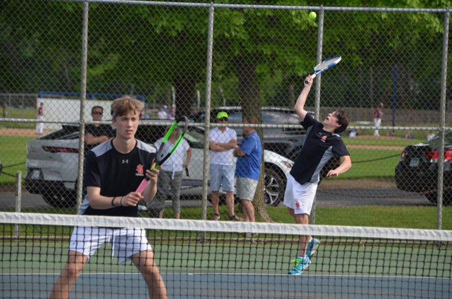 Junior+Robert+Perelman+serves+a+ball+to+score+in+his+match+May+21.+Park+lost+to+Blake+in+their+last+game+of+the+season+7-0.