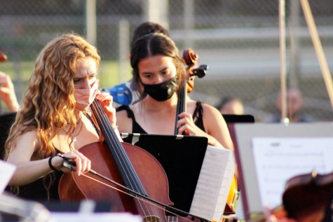 Seniors Alanna Franklin and Abby Meyer play the cello at the spring orchestra concert June 3. The concert took place outside of the school.