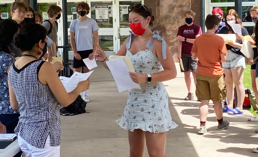 Spanish class holds party for ESP seniors