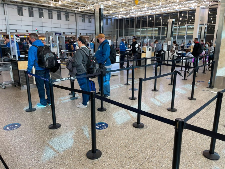 Travelers wait in security lines at Minneapolis-St. Paul airport Oct. 21. With Park students traveling over MEA break, what precautions should the students be taking to ensure safety?