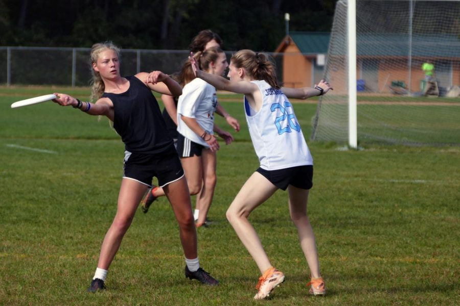 Junior Molly Horstman Olson passes the frisbee while dodging a defender during a scrimmage September 26. Crush played during halftime at the football game Oct 1.